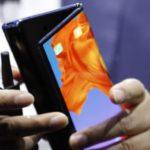 Huawei présente son smartphone pliable et poursuit l'escalade des prix